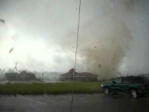 Img_32031_video-by-steven-hoag-wilson-nc-tornado-as-it-hits-walgreens